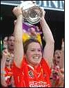 Eaine Burke lifts O Duffy Cup
